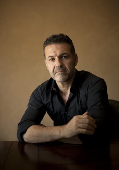 خالد حسینی نویسنده ی کتاب بادبادک باز